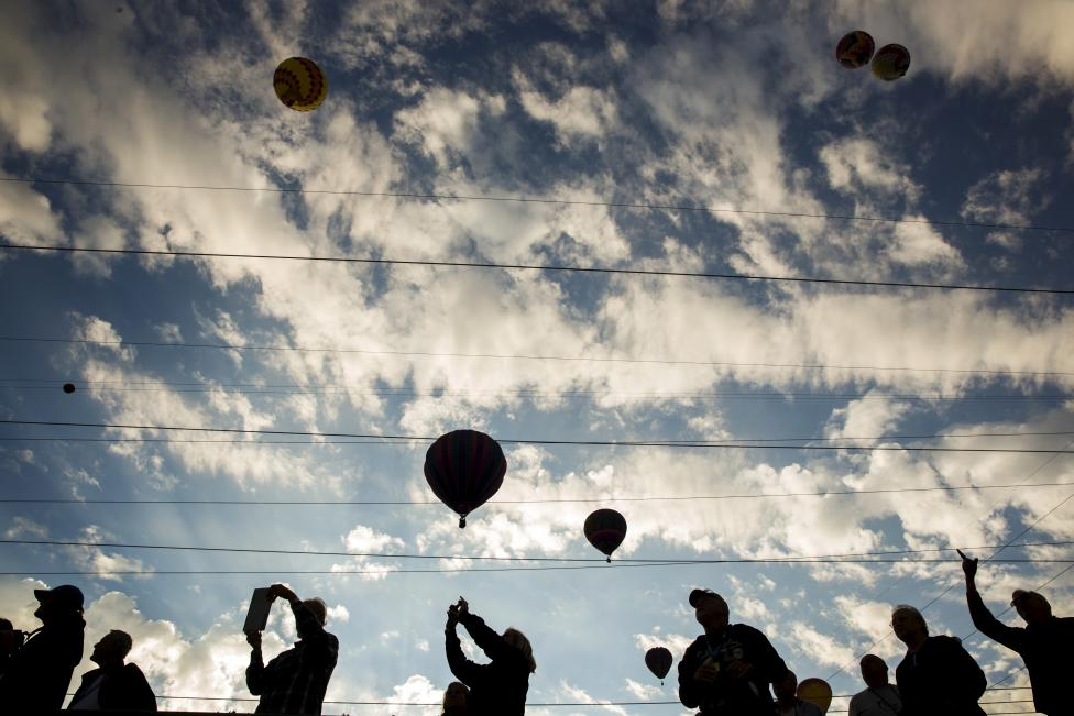 Attendees watch as hundreds of hot air balloons lift off on the first day, October 3, 2015. REUTERS/Lucas Jackson