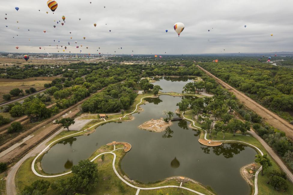 Hot air balloons float, October 5, 2015. REUTERS/Lucas Jackson
