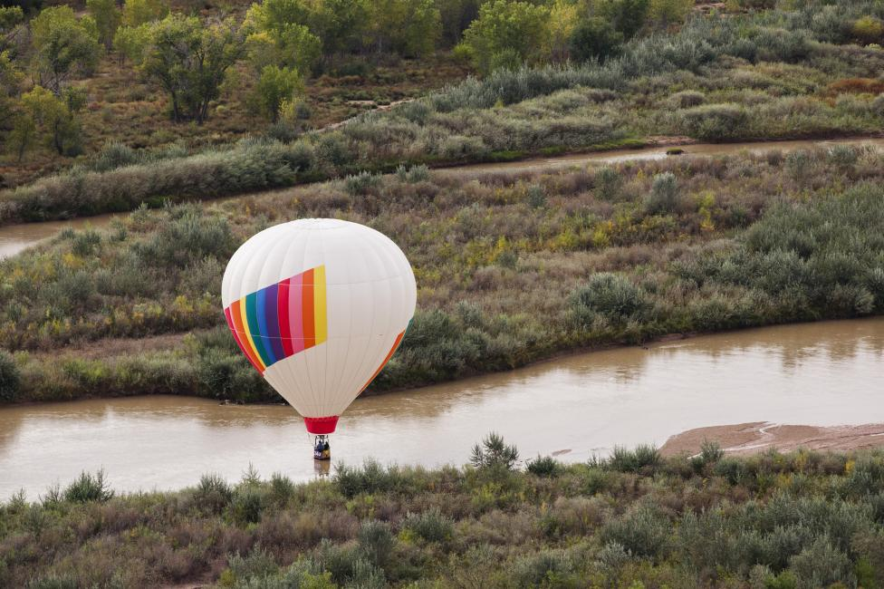 A hot air balloon floats over the Rio Grande, October 5, 2015. REUTERS/Lucas Jackson