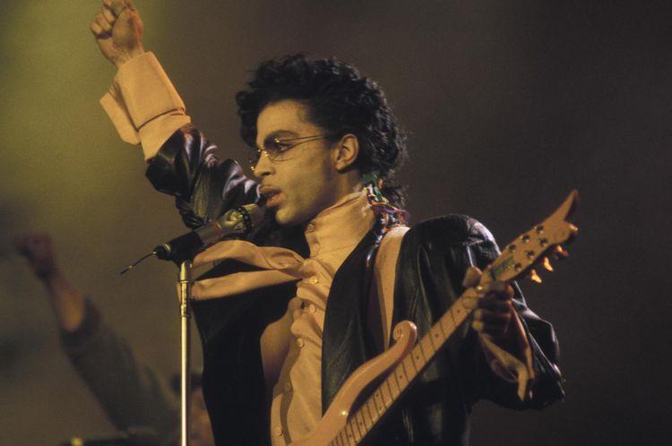 870334-prince-en-concert-en-1987