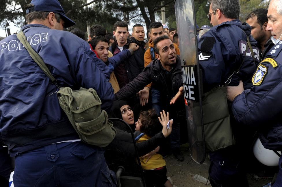 Greek policemen push back Syrian, Iraqi and Afghan refugees who tried to force their way through the Greek-Macedonian borders near the village of Idomeni, Greece November 22, 2015. REUTERS/Alexandros Avramidis
